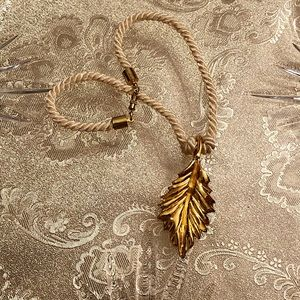 Jewelry - Gold leaf necklace🍁